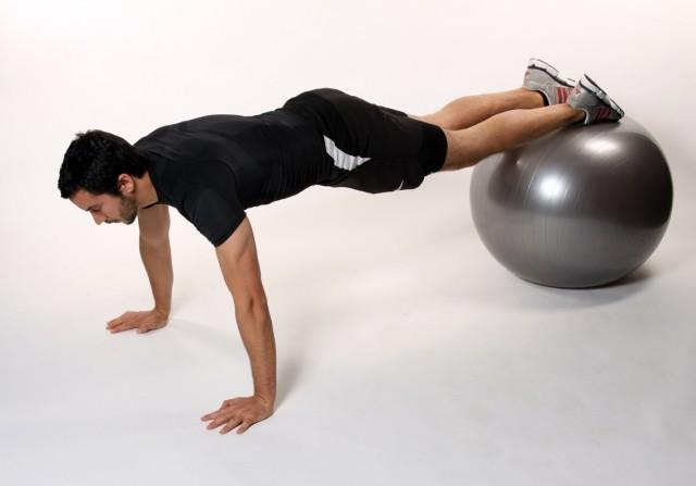 Комплекс упражнений на фитболе (удержание на ногах)