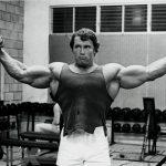 Тренировки Арнольда Шварценеггера: советы для ног и плеч