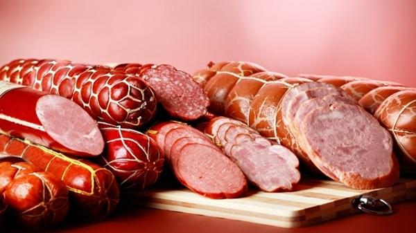 Чем вредны сосиски и колбаса