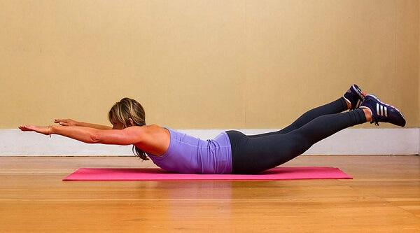 Упражнения для спины Лодочка