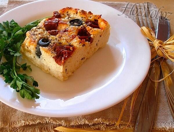 Творожная запеканка с маслинами и помидорами