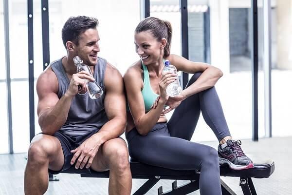Спортивная пара на тренировке