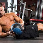 Тренировка с медболом: 8 лучших упражнений